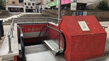Hors-service depuis des années, les escalators qui permettent d'accéder à la Grand Place et de descendre dans les parkings seront remplacés par un escalier normal et par un ascenseur.