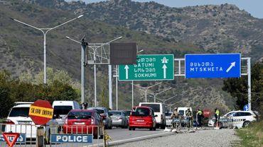 Des automobilistes quittent Tbilissi, le 15 avril 2020 en Géorgie