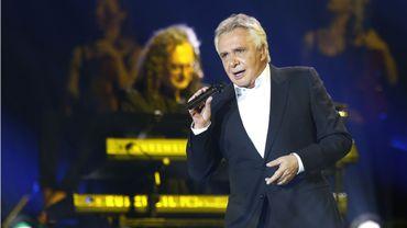 Michel Sardou en concert sur la scène du Palais Omnisport de Bercy, le 12 décembre 2012.