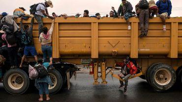 Les migrants se dirigent vers la localité de Isla, le 3 novembre 2018