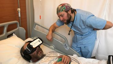 Le casque de réalité virtuelle remplace l'injection de produits relaxants avant l'intervention