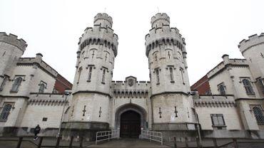 Le détenu est parti par la porte principale, en plein jour, comme dans les films.