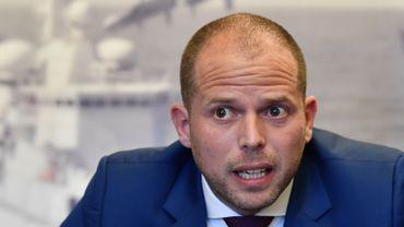 Francken compte faire payer le coût des scanners aux demandeurs d'asile fraudeurs