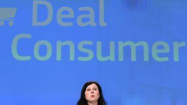 """La commissaire Vera Jourova  dit avoir """"conseillé"""" que le patron de l'entreprise américaine, Mark Zuckerberg, """"accepte l'invitation"""" à venir s'expliquer devant le Parlement européen."""