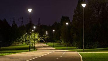 """Le premier """"éclairage intelligent"""" de Belgique installé le long d'une piste cyclable de 22km en Flandre"""