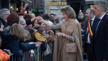 Bain de foule à Huy pour la Reine Mathilde