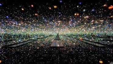 Le musée The Broad de Los Angeles invite les amateurs d'art à découvrir en ligne 'The Souls of Millions of Light Years Away' (2013) de Yayoi Kusama sur son compte Instagram.