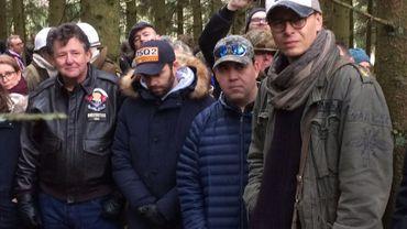 Les acteurs semblaient touchés et intéressés par ce que racontait le guide, dans le Bois Jacques.