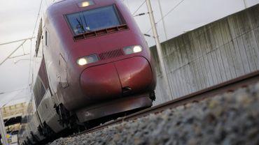 Un TGV à destination de Paris a percuté une personne qui se trouvait sur les voies (illustration).