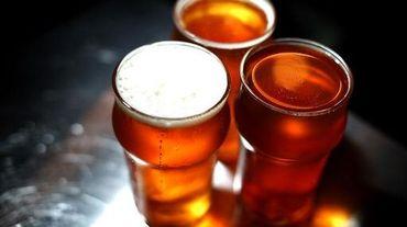 Des verres de bière, le 7 février 2014 en Californie