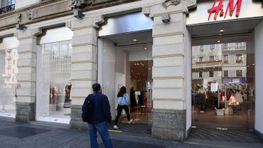 Retour des cabines d'essayage: préavis d'actions dans les magasins H&M, jusqu'à fin juin