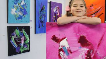 A 11 ans, cette jeune peintre vit déjà de sa passion