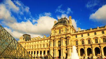 Les internautes peuvent, par exemple, voir les photos des plus grandes œuvres du Musée du Louvre sur http://art.rmngp.fr/fr