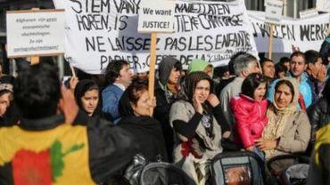 Près de 350 Afghans manifestent devant le cabinet de Maggie De Block