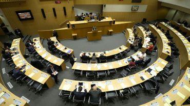 La Fédération Wallonie-Bruxelles réfléchit à mettre des protections périodiques à disposition dans toutes les écoles