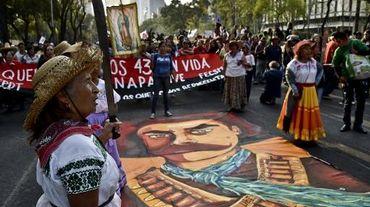 Manifestation à Mexico pour obtenir justice dans la disparition des 43 étudiants, le 6 décembre 2014