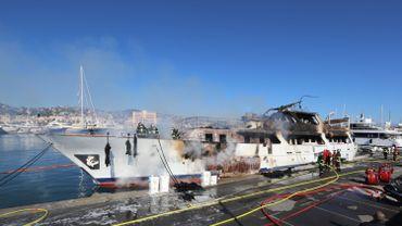 La yacht en feu