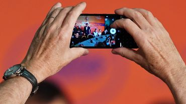 Le smartphone, tueur des appareils photo traditionnels.