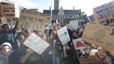 10.000 jeunes manifestent pour le climat à Louvain, plus de 7000 dans les autres villes belges