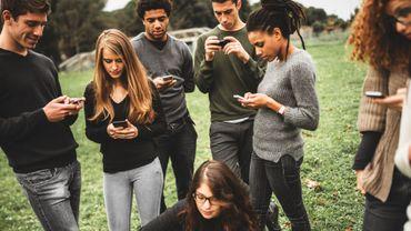 Les ados américains voient plus de bon que de mauvais dans les réseaux sociaux