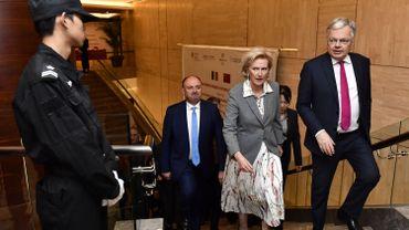 La princesse Astrid, à Pékin, accompagnée par le ministre des Affaires étrangères, et futur commissaire européen Didier Reynders (MR°, et le vice-président wallon Willy Borsus (MR), le 17 novembre 2019