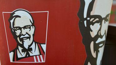 Près de la moitié des 900 restaurants Kentucky Fried Chicken britanniques étaient fermés mardi soir.
