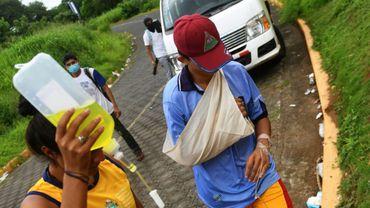 Un blessé après des heurts entre étudiants et policiers dans la zone de l'Université nationale autonome du Nicaragua (UNAN), le 23 juin 2018 à Managua