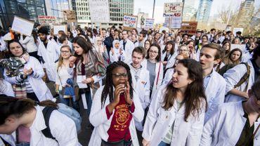 Pas assez de places de stage pour les étudiants en médecine