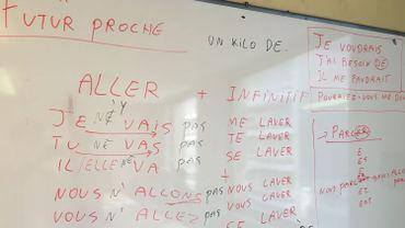 Pour que le cours corresponde au niveau de tous les demandeurs d'asile, une révision de la grammaire est indispensable.