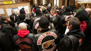 Des membres des Hells Angels à leur arrivée au tribunal correctionnel de Courtrai en janvier 2012.