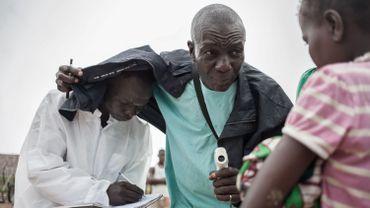 """La fermeture des frontières, """"moyen efficace"""" pour ralentir la propagation d'Ebola"""