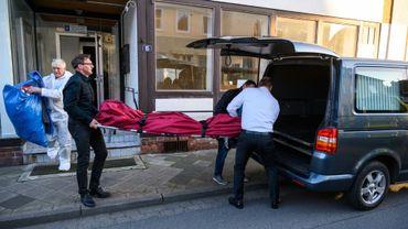 La police allemande, enquêtant sur le décès de trois personnes tuées à l'arbalète, a trouvé deux corps de femmes le 13 mai 2019 dans un appartement à Gifhorn, en Basse-Saxe (nord de l'Allemagne).