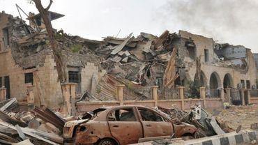 Destructions à Deir Ezzor lors des opérations des forces gouvernementales syriennes contre les jihadistes du Groupe Etat islamique, le 5 novembre 2017