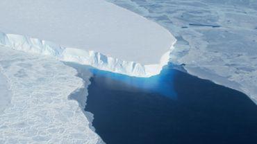 Pourquoi la fonte des glaciers de l'Antarctique fait-elle monter le niveau des océans?
