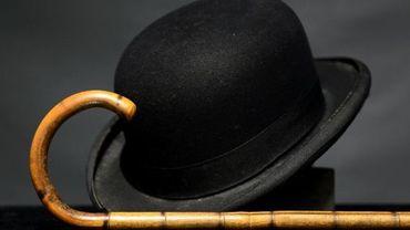 Le chapeau melon et la canne de Charlot aux enchères