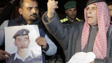 Le groupe Etat islamique menace à nouveau de tuer le pilote jordanien
