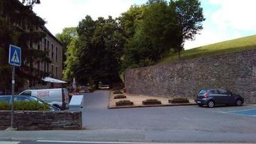 La Moulin-futur emplacement de la passerelle vers la colinne
