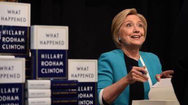 Hillary Clinton a encore des choses à dire, elle le fait dans un livre