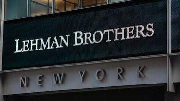 Le logo de Lehman Brothers sur la façade de son siège de New York en 2008, année de sa chute