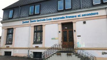 Seule l' école secondaire Sainte-Gertrude de Brugelette est actuellement fermée. L'école fondamentale n'est pas concernée.