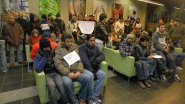 68% des Belges estiment que les immigrés sont une charge trop lourde pour le système d'aide sociale. (illu.)