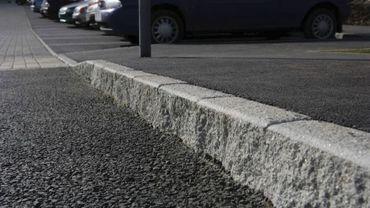 Le marquage au sol, sur le trottoir, est une nouvelle méthode pour promouvoir une activité commerciale (illustration).