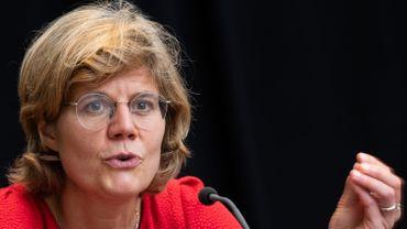 Inge Neven, responsable du Service de l'inspection de l'hygiène de la Cocom, lors de la conférence de presse de ce jeudi 13 août