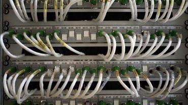 Des cables de communication sont photographiés à Paris