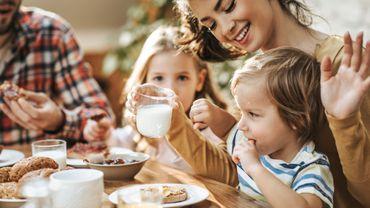 Les petits déjeuners en famille aideraient les enfants à mieux accepter leur corps