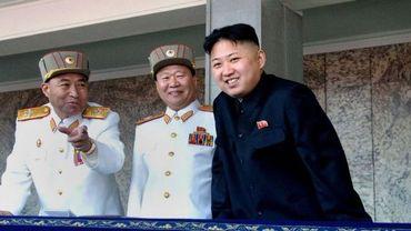 Le général démissionnaire, Ri Yong-Ho (G) et le maréchal Kim Jong-Un (D)