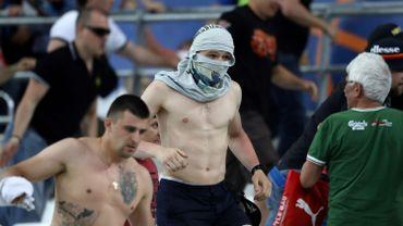 Après le coup de sifflet final de l'arbitre au Vélodrome, des supporteurs russes ont chargé des Anglais qui quittaient l'enceinte.