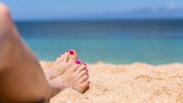 Vernis à la plage : Comment garder des ongles au top