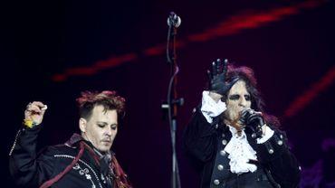 """Au concert de Johnny Depp à Stockholm, ses fans défendent le """"pirate"""""""
