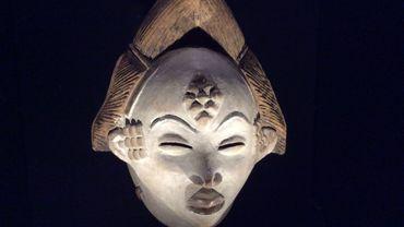 """Le Musée du Quai Branly à Paris présente une exposition de statuettes et de masques africains sous le titre """"Les forêts natales"""""""